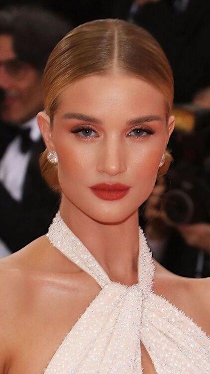 Rosie Huntington-Whiteley's Most Stunning Beauty Looks