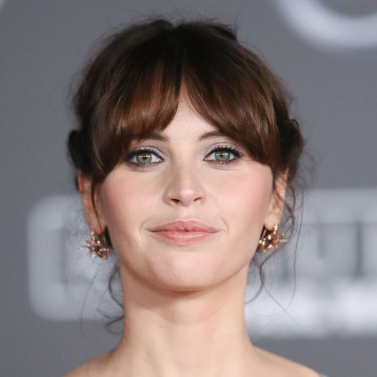 Everything You Need To Know Before Getting A Fringe, According To The Experts