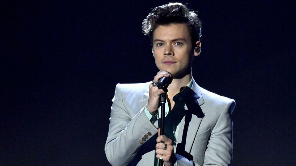 Twitter Has A Lot To Say About Harry Styles Hosting SNL