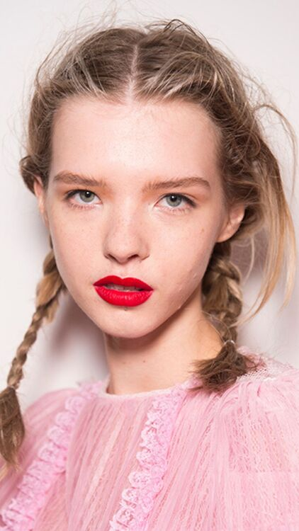 10 Runway Beauty Looks That Are Perfect For The Holiday Season
