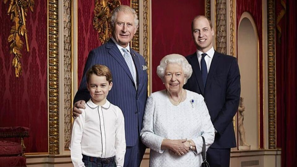 Buckingham Palace Released A Portrait Of The Queen With The Heirs To Her Throne