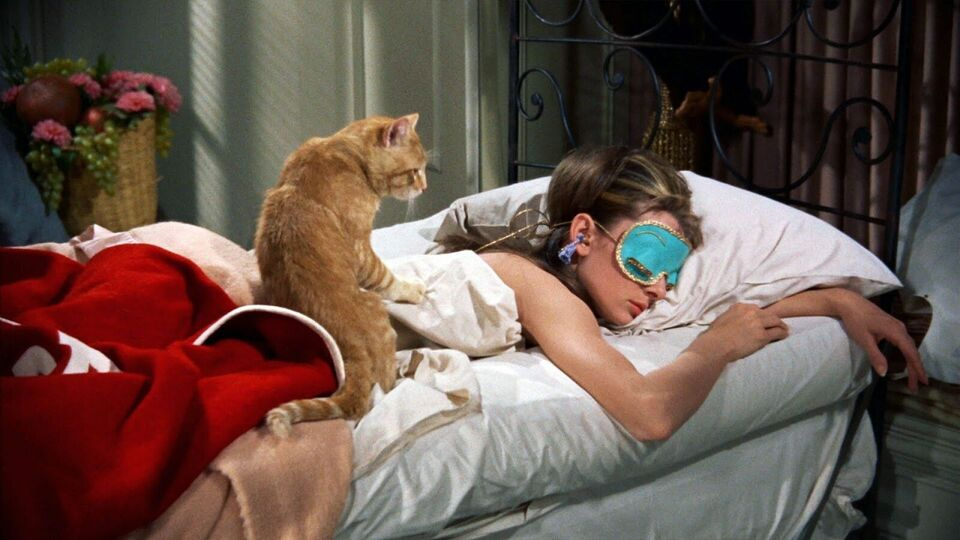 Sweetest Dreams: 5 Silk Pillowcases For The Best Beauty Sleep