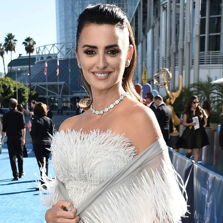 Penelope Cruz's Chanel Couture Gown Took Nearly 300 Hours To Embroider