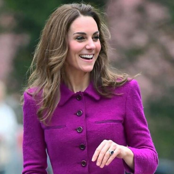 Kate Middleton Just Took The Train Wearing Oscar De La Renta
