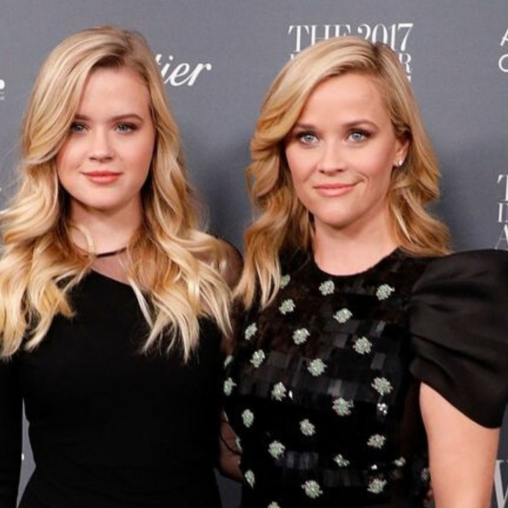 Reese Witherspoon And Her Daughter Are Literal Twins In This New Instagram Selfie
