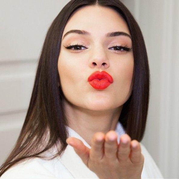 Kendall Jenner Creates Her Own Estée Lauder Lipstick Shade