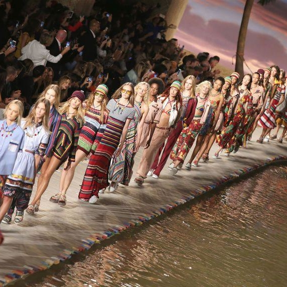 Tommy Hilfiger's NYFW Show Will Give Priority To Apple Watch Wearers