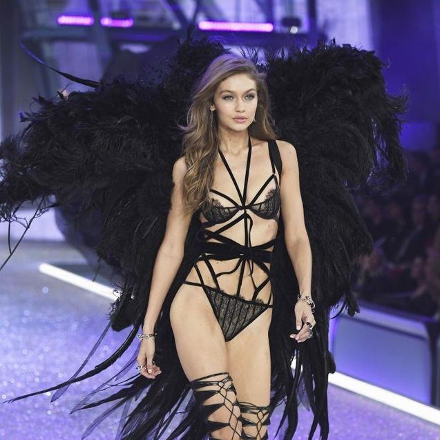 Gigi Hadid's Ever So Slight Wardrobe Malfunction