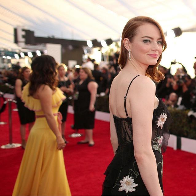 Emma Stone Transforms Into Cruella De Vil With A Major Hair Change