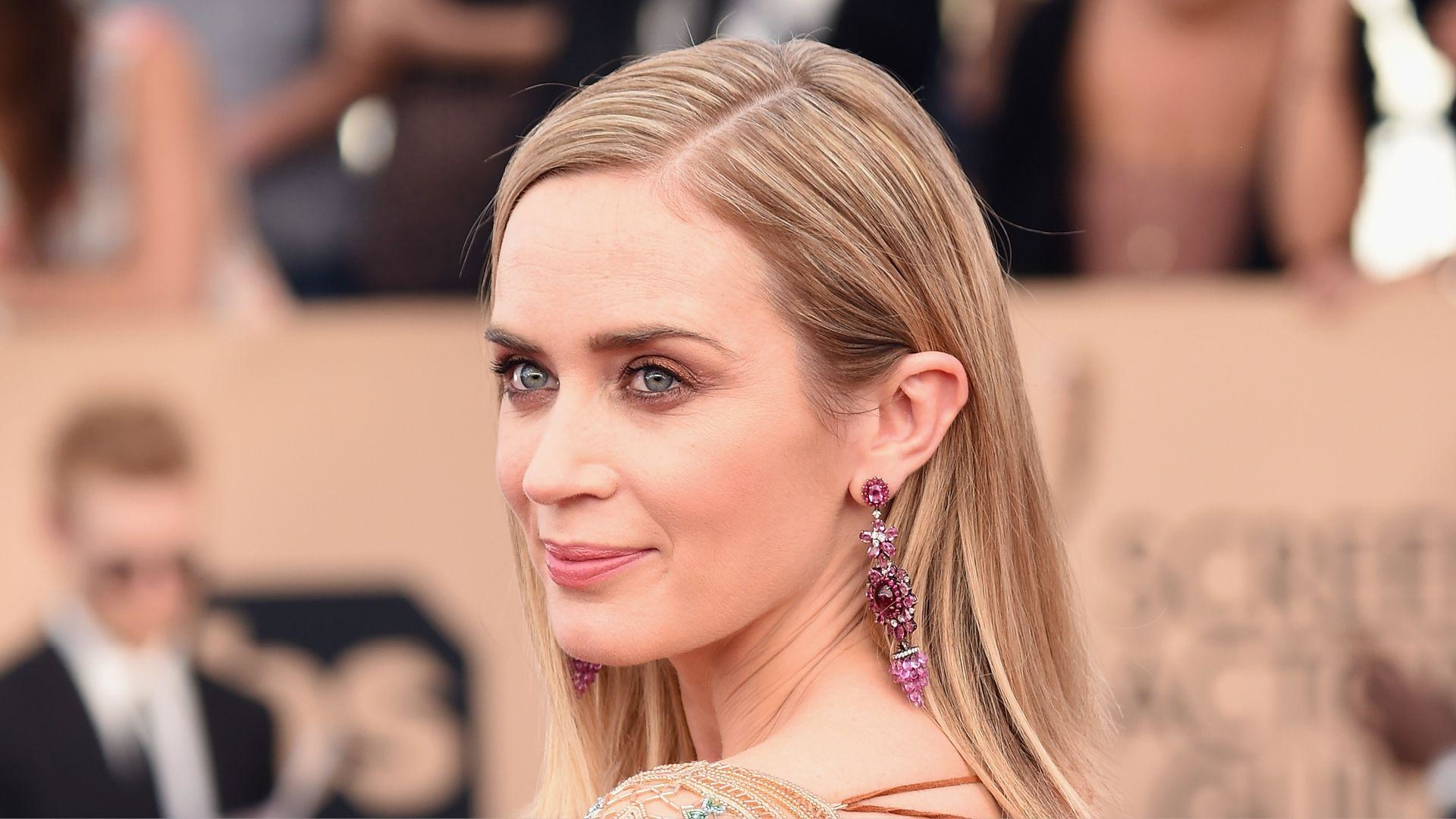 Get The Beauty Look: Emily Blunt At The SAG Awards