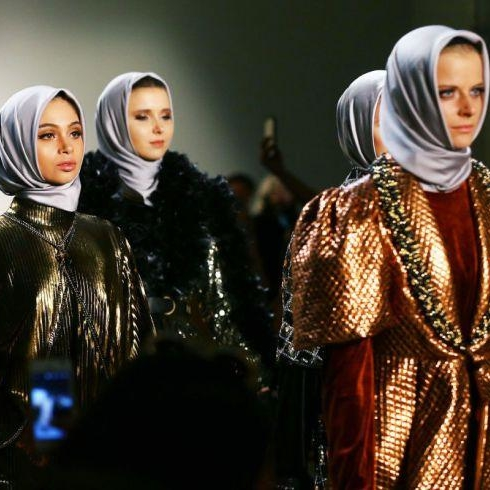 Muslim Designer Anniesa Hasibuan Had An All-Immigrant Cast Of Models At NYFW