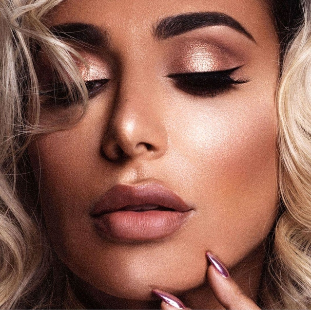 What You Need To Know About The Huda Beauty Highlighter Palette