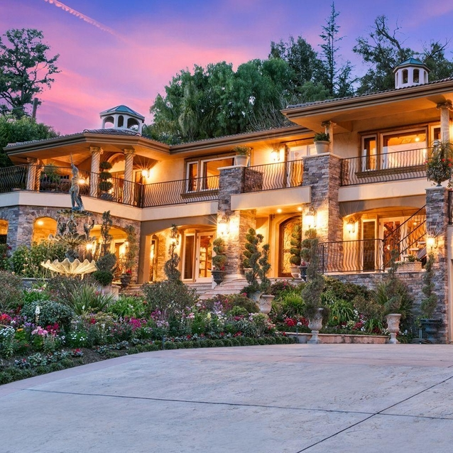 The Iconic Keeping Up With The Kardashians House Is For Sale