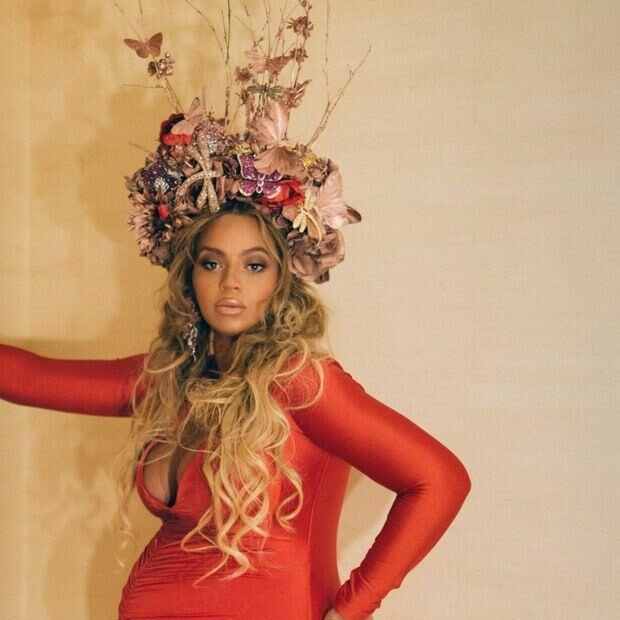 Beyoncé Wears A Flower Crown Fit For A Queen