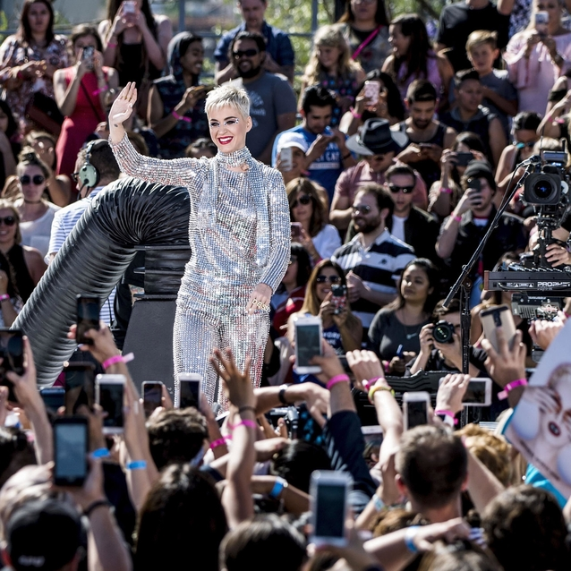 Katy Perry Makes Twitter History By Reaching 100 Million Followers