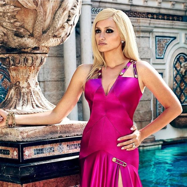 Your First Look At Penelope Cruz As Donatella Versace