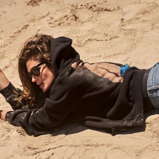 Cindy Crawford's Denim Capsule Collection With RE/DONE Already Has A Waiting List