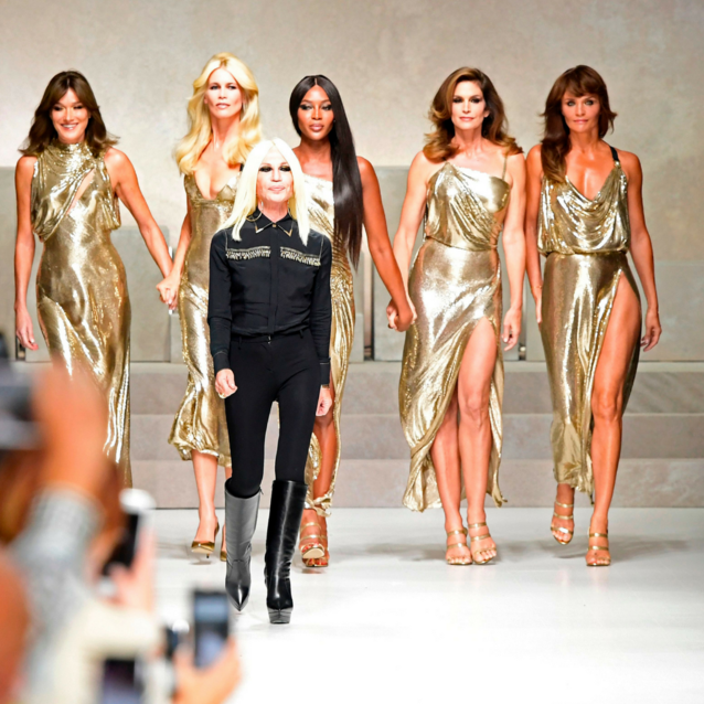 Cindy Crawford Reveals The Story Behind That Versace Supermodel Reunion