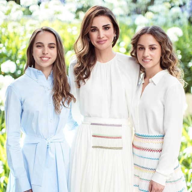 17 Super Cute Photos Of Queen Rania With Her Children