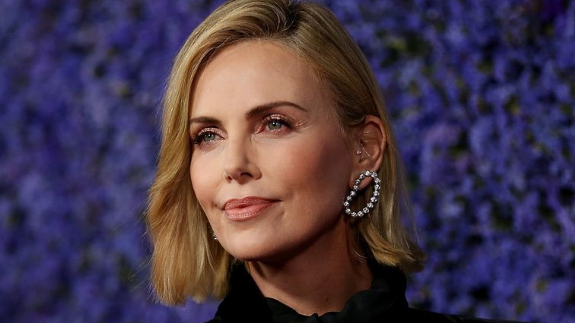 Charlize Theron Got A Bowl Cut And Frankly She Looks Incredible