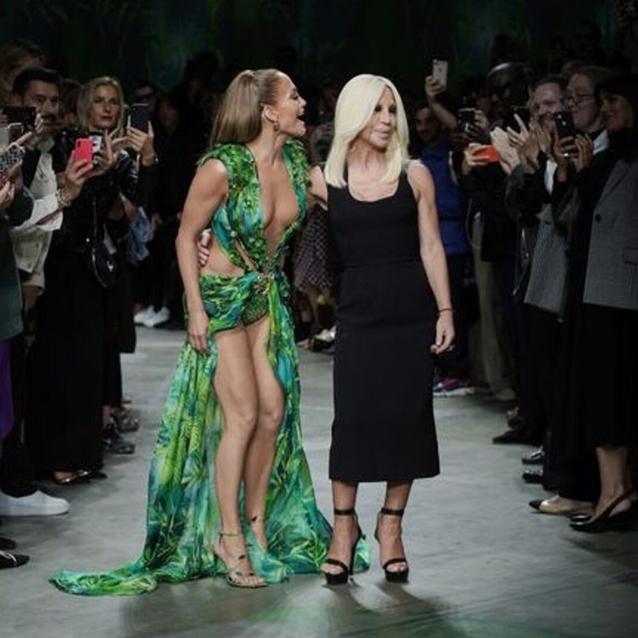Versace Recreates Iconic Jennifer Lopez Grammys Moment On The SS20 Runway