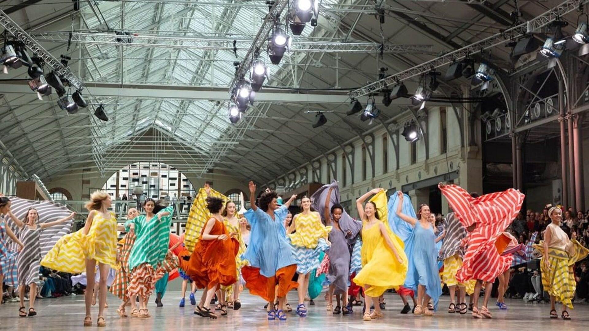 Issey Miyake's Floating Dresses Wow At Paris Fashion Week