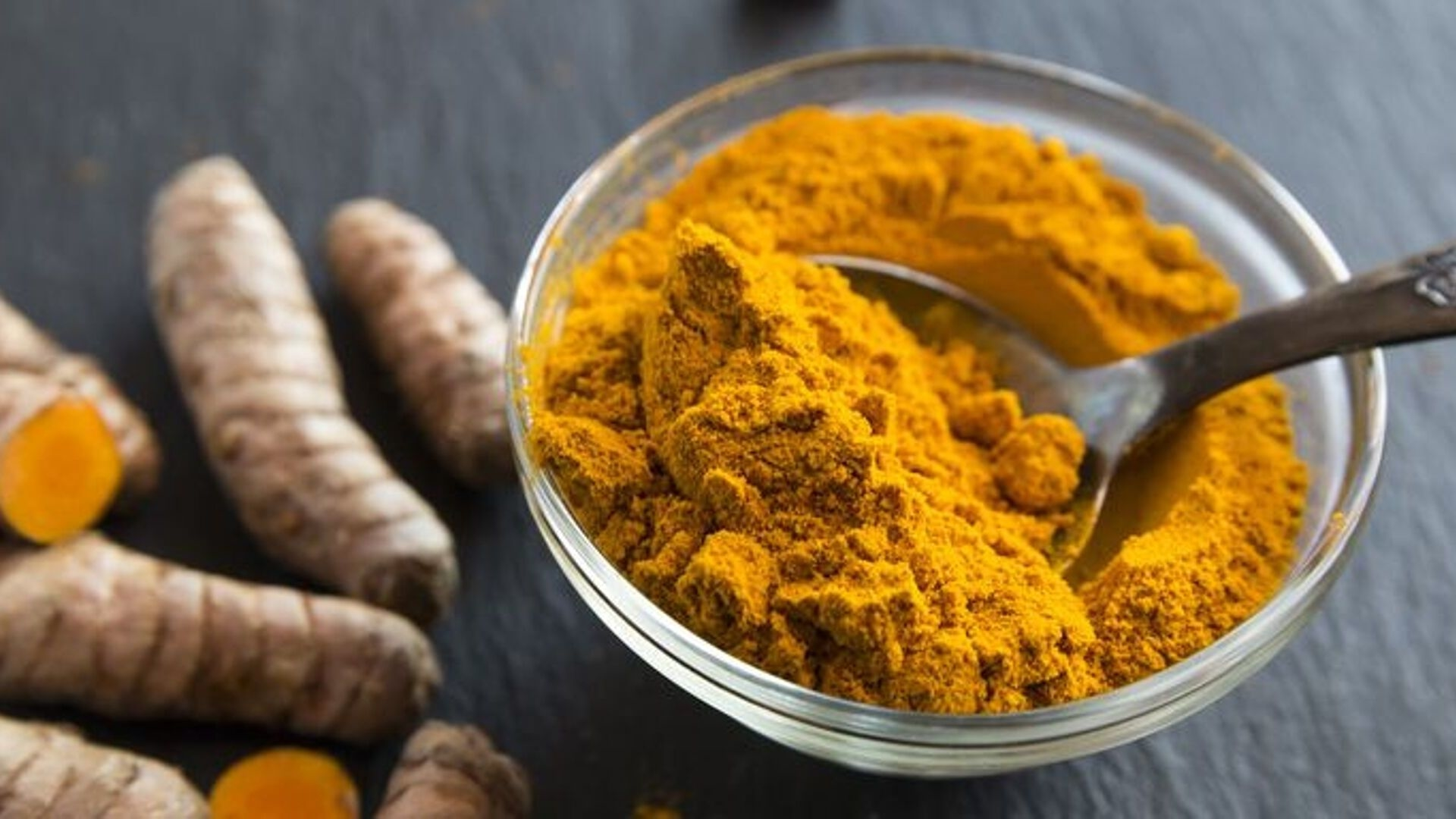 How To Make Your Own Turmeric And Honey Face Mask
