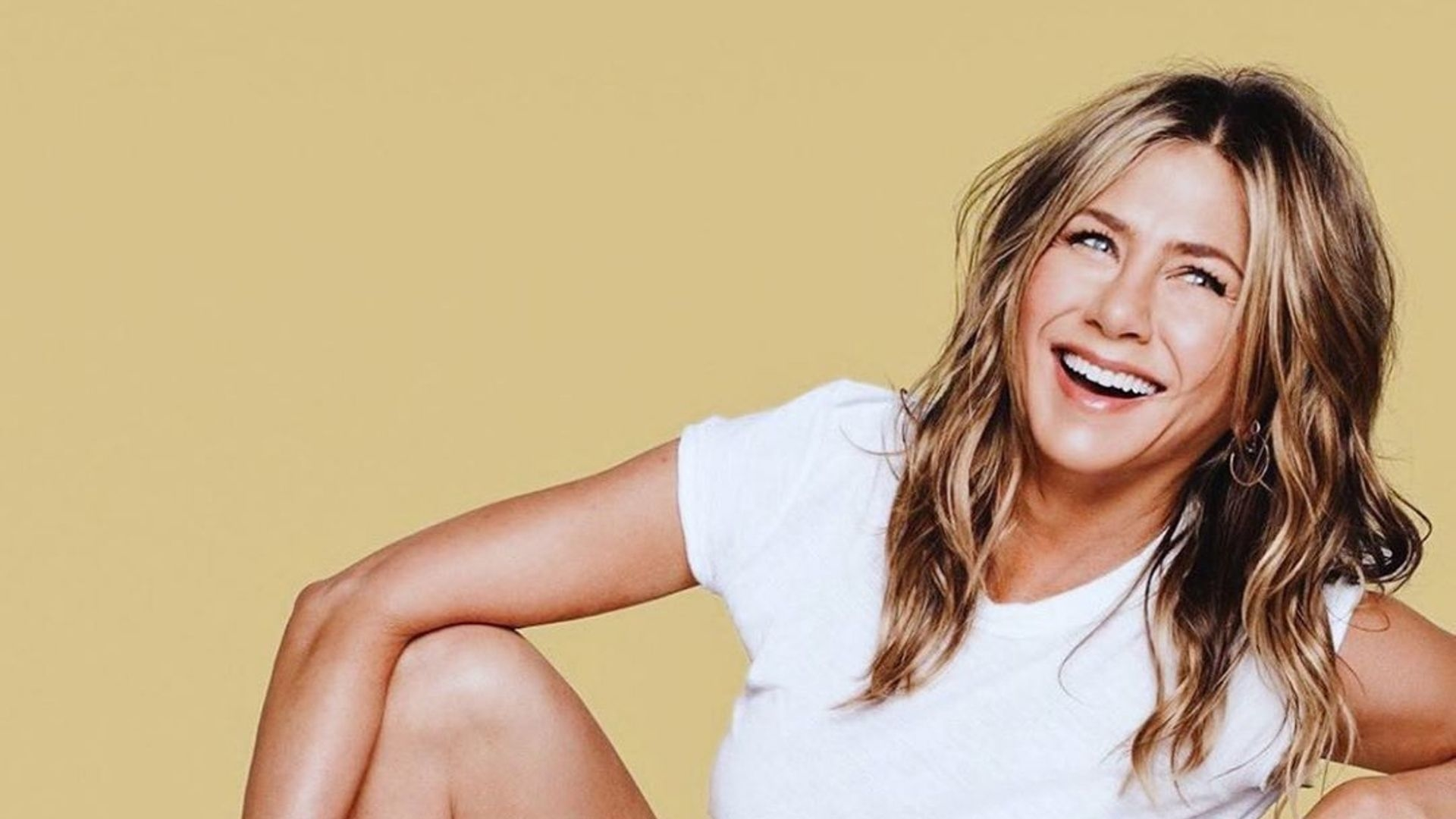 Jennifer Aniston Apologizes For Breaking Instagram With Her 'Friends' Reunion Picture