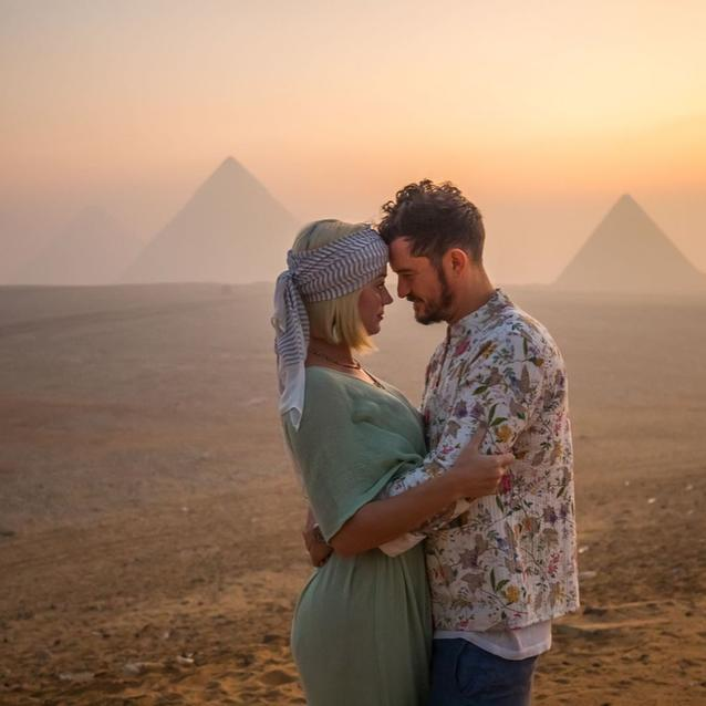 Katy Perry Celebrates Her 35th Birthday In Egypt With Orlando Bloom