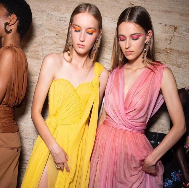 How To Wear Bold Eyeshadow Like An Oscar De La Renta Girl