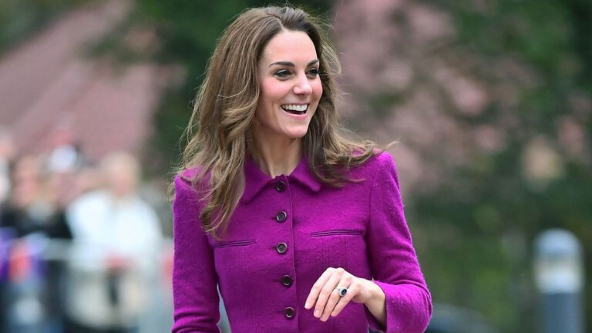 Kate Middleton Just Took The Train Wearing Oscar De La Renta
