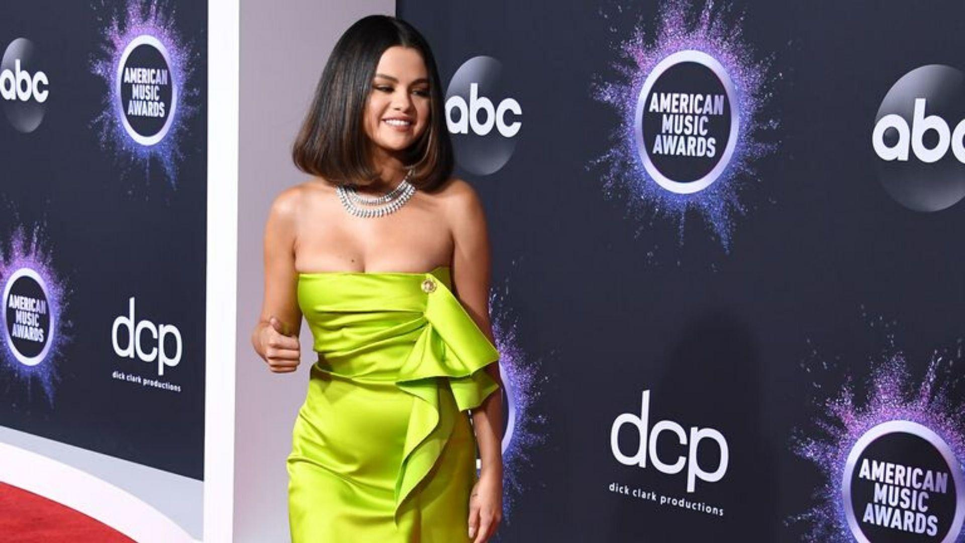 Yes, Selena Gomez Really Did Wear Four Different Outfits At The AMAs