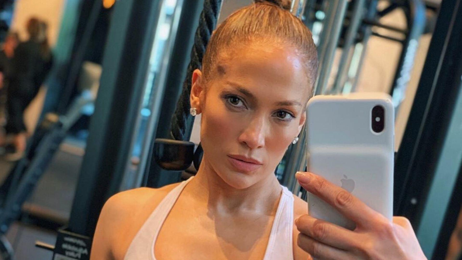 Jennifer Lopez Just Shared A Rare No-Makeup Photo, And I'm Shook At How Much Her Skin Glows