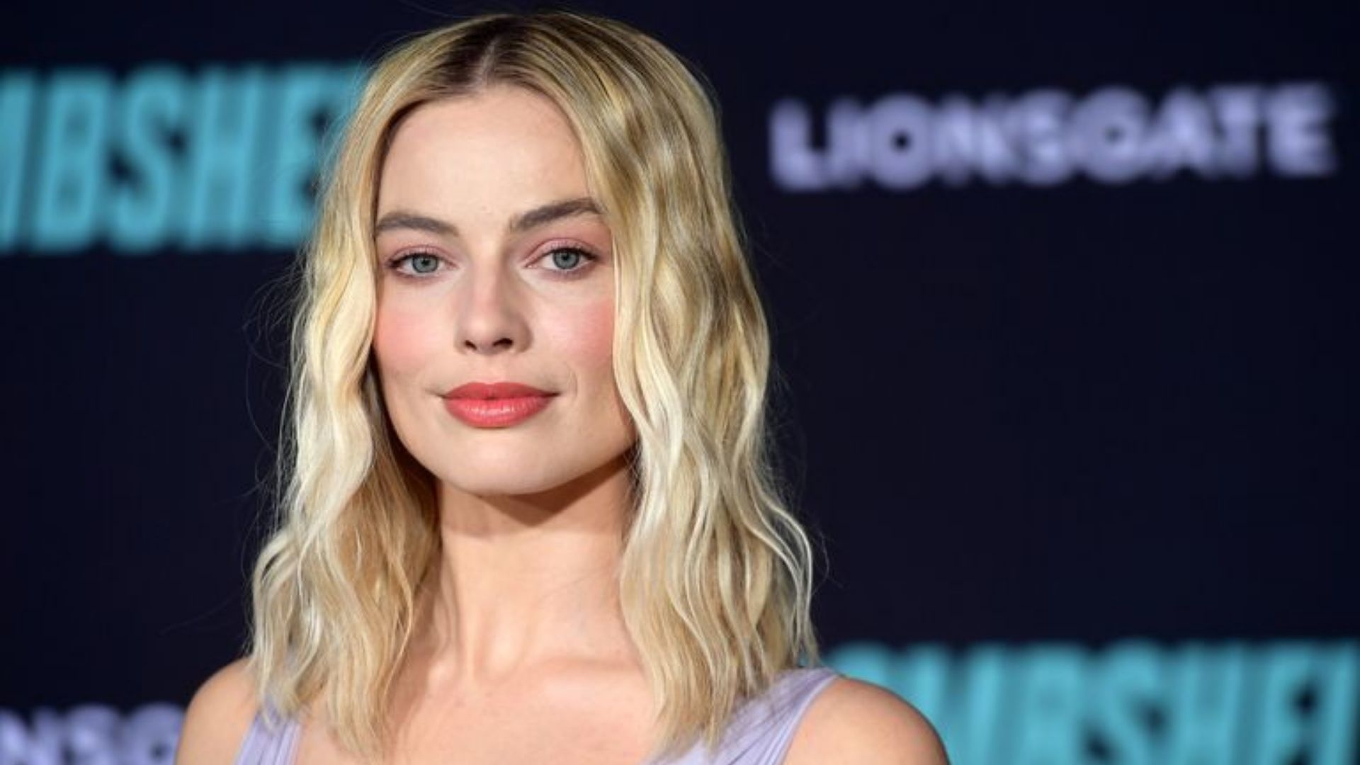 Margot Robbie Brought Back The Bubble Hem On The Red Carpet Last Night