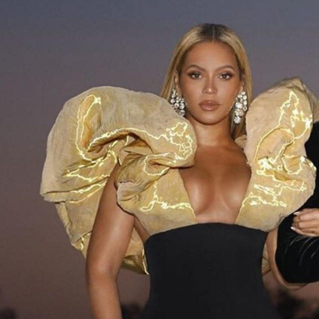 Every Single Detail Of Beyoncé's Stunning 2020 Golden Globes Look