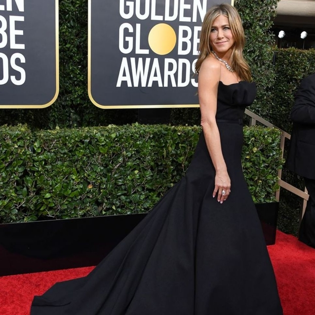 Jennifer Aniston's Golden Globes Dior Gown Required 200 Hours Of Craftsmanship