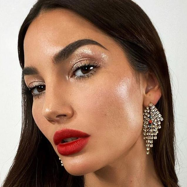 7 Face Glosses For a Perfectly Dewy Makeup Look