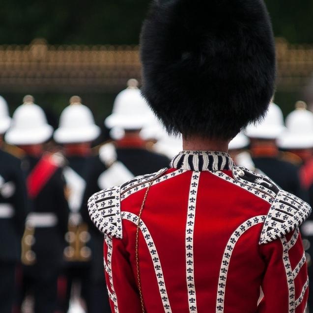 Watch   Buckingham Palace Guards Playing Bon Jovi's 'Living On A Prayer'